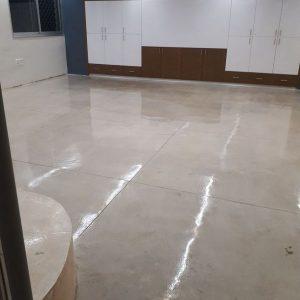 רצפת בטון מוחלק בבית פרטי