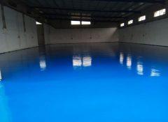 ציפוי פוליאוריאה בצבע כחול במפעל