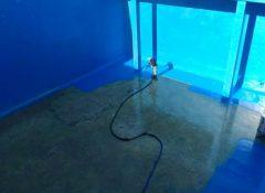ציפוי פוליאוריאה בצבע כחול של מאגר מים