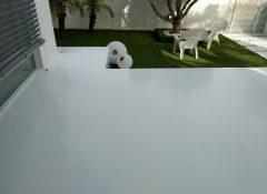 רצפה מצופה באפוקסי אפור בבית פרטי