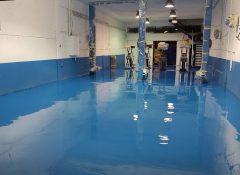 רצפת מוסך מצופה באפוקסי כחול